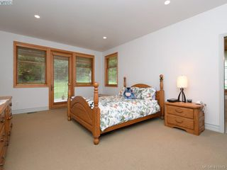 Photo 11: 469 Tuscan Lane in VICTORIA: SW West Saanich Single Family Detached for sale (Saanich West)  : MLS®# 417683
