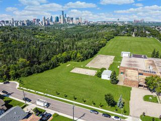 Photo 2: 9523 88 Avenue in Edmonton: Zone 18 House for sale : MLS®# E4208340