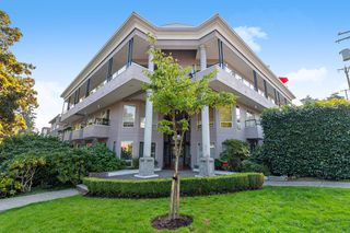 "Photo 1: 311 1988 MAPLE Street in Vancouver: Kitsilano Condo for sale in ""THE MAPLES"" (Vancouver West)  : MLS®# R2497159"