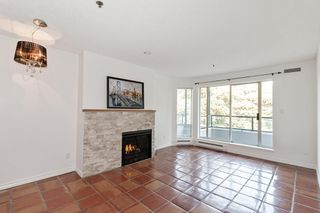 "Photo 3: 311 1988 MAPLE Street in Vancouver: Kitsilano Condo for sale in ""THE MAPLES"" (Vancouver West)  : MLS®# R2497159"