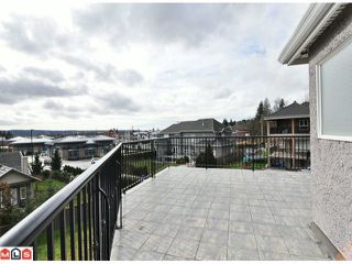Photo 10: 5733 W KETTLE in Surrey: Sullivan Station House for sale : MLS®# F1103979