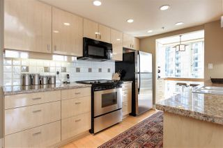 """Photo 9: 902 1067 MARINASIDE Crescent in Vancouver: Yaletown Condo for sale in """"QUAYWEST TWO"""" (Vancouver West)  : MLS®# R2004364"""