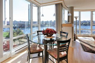 """Photo 13: 902 1067 MARINASIDE Crescent in Vancouver: Yaletown Condo for sale in """"QUAYWEST TWO"""" (Vancouver West)  : MLS®# R2004364"""