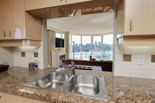 """Photo 11: 902 1067 MARINASIDE Crescent in Vancouver: Yaletown Condo for sale in """"QUAYWEST TWO"""" (Vancouver West)  : MLS®# R2004364"""