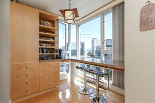 """Photo 12: 902 1067 MARINASIDE Crescent in Vancouver: Yaletown Condo for sale in """"QUAYWEST TWO"""" (Vancouver West)  : MLS®# R2004364"""