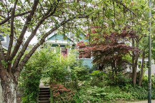 Photo 1: 1074 E 10TH Avenue in Vancouver: Mount Pleasant VE House for sale (Vancouver East)  : MLS®# R2072304