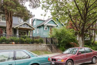 Photo 3: 1074 E 10TH Avenue in Vancouver: Mount Pleasant VE House for sale (Vancouver East)  : MLS®# R2072304