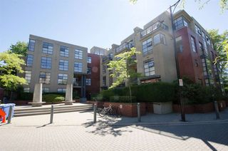 "Photo 2: 2288 REDBUD Lane in Vancouver: Kitsilano Townhouse for sale in ""MOZAIEK"" (Vancouver West)  : MLS®# R2181107"