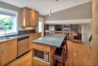 Photo 7: 2229 Lifton Pl in VICTORIA: SE Arbutus Single Family Detached for sale (Saanich East)  : MLS®# 768469