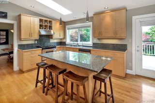 Photo 6: 2229 Lifton Pl in VICTORIA: SE Arbutus Single Family Detached for sale (Saanich East)  : MLS®# 768469