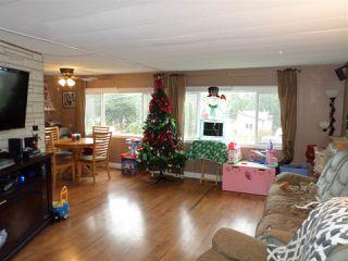 Photo 3: 2077 OAKRIDGE Crescent in Abbotsford: Poplar Manufactured Home for sale : MLS®# R2222802
