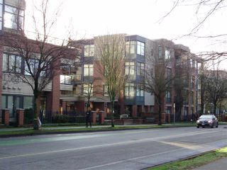 "Main Photo: 306 588 W 45TH Avenue in Vancouver: Oakridge VW Condo for sale in ""THE HEMINGWAY"" (Vancouver West)  : MLS®# R2334873"