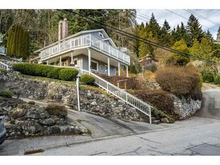 Photo 1: 2689 PANORAMA Drive in North Vancouver: Deep Cove House for sale : MLS®# R2343279