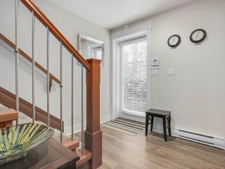 "Photo 2: 1077 SALSBURY Drive in Vancouver: Grandview VE Townhouse for sale in ""Robertson Place"" (Vancouver East)  : MLS®# R2343726"