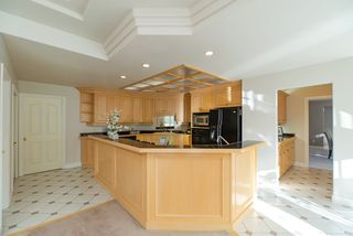 Photo 8: 218 SICAMOUS Place in Coquitlam: Coquitlam East House for sale : MLS®# R2376345