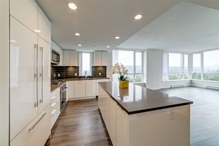 "Photo 3: 2004 3096 WINDSOR Gate in Coquitlam: New Horizons Condo for sale in ""Mantyla by Polygon"" : MLS®# R2397434"