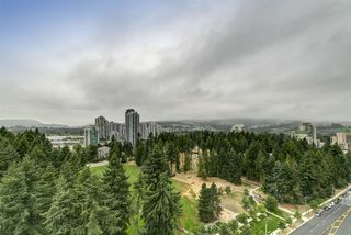 "Photo 13: 2004 3096 WINDSOR Gate in Coquitlam: New Horizons Condo for sale in ""Mantyla by Polygon"" : MLS®# R2397434"