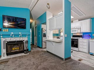 Photo 2: SOUTH SD Manufactured Home for sale : 3 bedrooms : 1011 BEYER WAY #99 in SAN DIEGO