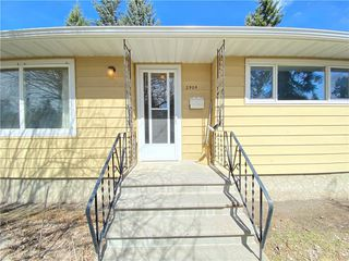 Photo 1: 2904 13 AV NW in Calgary: St Andrews Heights House for sale : MLS®# C4289324