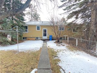 Photo 8: 2904 13 AV NW in Calgary: St Andrews Heights House for sale : MLS®# C4289324
