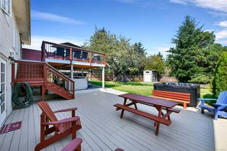 Photo 1: 2434 Camelot Rd in : SE Cadboro Bay House for sale (Saanich East)  : MLS®# 855601