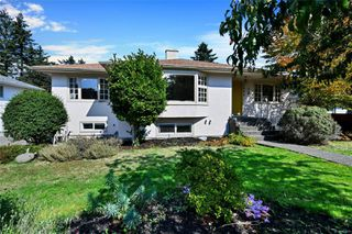 Photo 2: 2434 Camelot Rd in : SE Cadboro Bay House for sale (Saanich East)  : MLS®# 855601
