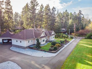 Photo 2: 4410 Brian Rd in : CR Campbell River South House for sale (Campbell River)  : MLS®# 860470