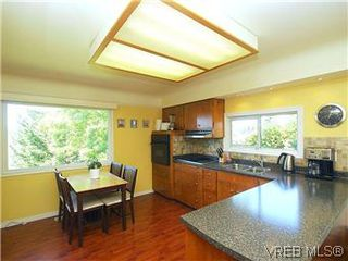 Photo 7: 518 Broadway Street in VICTORIA: SW Glanford Single Family Detached for sale (Saanich West)  : MLS®# 298647