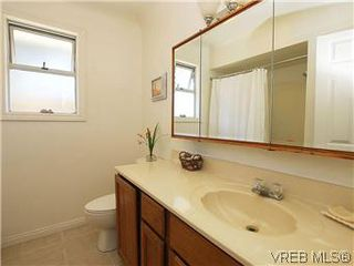 Photo 13: 518 Broadway Street in VICTORIA: SW Glanford Single Family Detached for sale (Saanich West)  : MLS®# 298647
