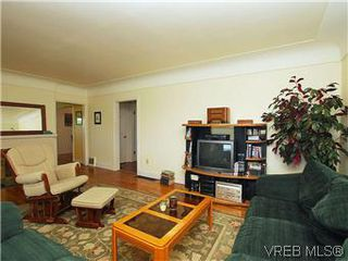 Photo 4: 518 Broadway St in VICTORIA: SW Glanford House for sale (Saanich West)  : MLS®# 583235