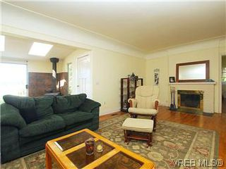 Photo 2: 518 Broadway Street in VICTORIA: SW Glanford Single Family Detached for sale (Saanich West)  : MLS®# 298647