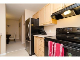 """Photo 8: 104 5577 SMITH Avenue in Burnaby: Central Park BS Condo for sale in """"Cotton Grove in Garden Village"""" (Burnaby South)  : MLS®# V1055670"""