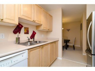 """Photo 7: 104 5577 SMITH Avenue in Burnaby: Central Park BS Condo for sale in """"Cotton Grove in Garden Village"""" (Burnaby South)  : MLS®# V1055670"""