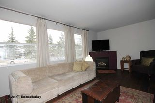 Photo 4: 529 32 AVE NE in CALGARY: Winston Heights_Mountview House for sale (Calgary)  : MLS®# C3611929
