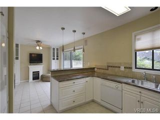 Photo 10: 30 1480 Garnet Road in VICTORIA: SE Cedar Hill Townhouse for sale (Saanich East)  : MLS®# 346473