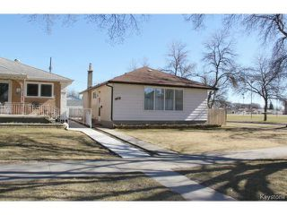 Photo 2: 975 Machray Avenue in WINNIPEG: North End Residential for sale (North West Winnipeg)  : MLS®# 1509617