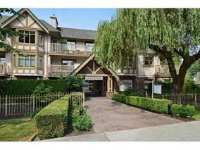 "Photo 1: 305 2059 CHESTERFIELD Avenue in North Vancouver: Central Lonsdale Condo for sale in ""Ridge Park Gardens"" : MLS®# R2076496"