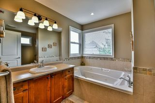 """Photo 33: 15469 37A Avenue in Surrey: Morgan Creek House for sale in """"ROSEMARY HEIGHTS"""" (South Surrey White Rock)  : MLS®# R2090418"""
