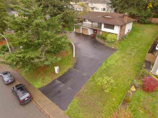 "Photo 2: 16495 78 Avenue in Surrey: Fleetwood Tynehead House for sale in ""FLEETWOOD"" : MLS®# R2122962"