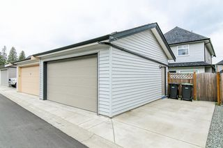 """Photo 20: 20976 80A Avenue in Langley: Willoughby Heights House for sale in """"YORKSON"""" : MLS®# R2163323"""