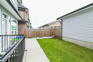 """Photo 18: 20976 80A Avenue in Langley: Willoughby Heights House for sale in """"YORKSON"""" : MLS®# R2163323"""