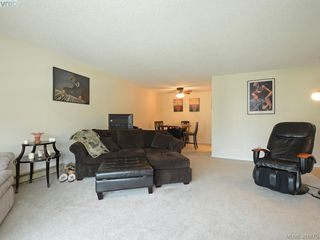Photo 4: 402 1490 Garnet Road in VICTORIA: SE Cedar Hill Condo Apartment for sale (Saanich East)  : MLS®# 381875