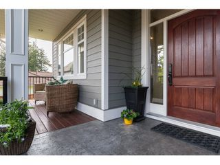 Photo 1: 16038 10A AVENUE in South Surrey White Rock: Home for sale : MLS®# R2055802