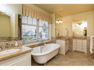 Photo 9: 16038 10A AVENUE in South Surrey White Rock: Home for sale : MLS®# R2055802