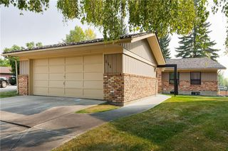 Photo 2: 111 RANCH ESTATES Place NW in Calgary: Ranchlands House for sale : MLS®# C4167276