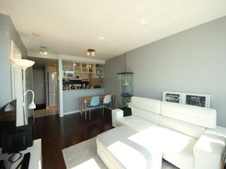 "Photo 4: 2903 928 BEATTY Street in Vancouver: Yaletown Condo for sale in ""MAX 1"" (Vancouver West)  : MLS®# R2294406"