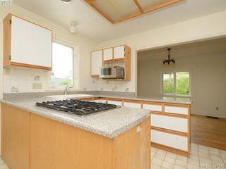 Photo 8: 605 Victoria Avenue in VICTORIA: OB South Oak Bay Single Family Detached for sale (Oak Bay)  : MLS®# 397275