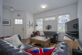 "Photo 3: 8 12161 237 Street in Maple Ridge: East Central Townhouse for sale in ""VILLAGE GREEN"" : MLS®# R2335955"