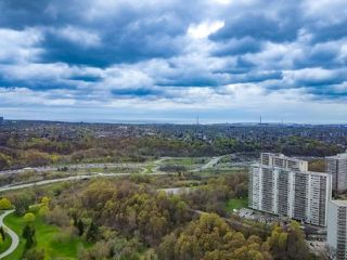 Photo 14: 4304 95 Thorncliffe Park Drive in Toronto: Thorncliffe Park Condo for lease (Toronto C11)  : MLS®# C4450564