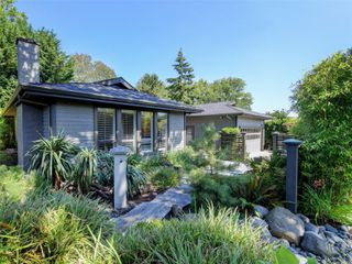Main Photo: 4050 Hopesmore Dr in : SE Mt Doug Single Family Detached for sale (Saanich East)  : MLS®# 852064